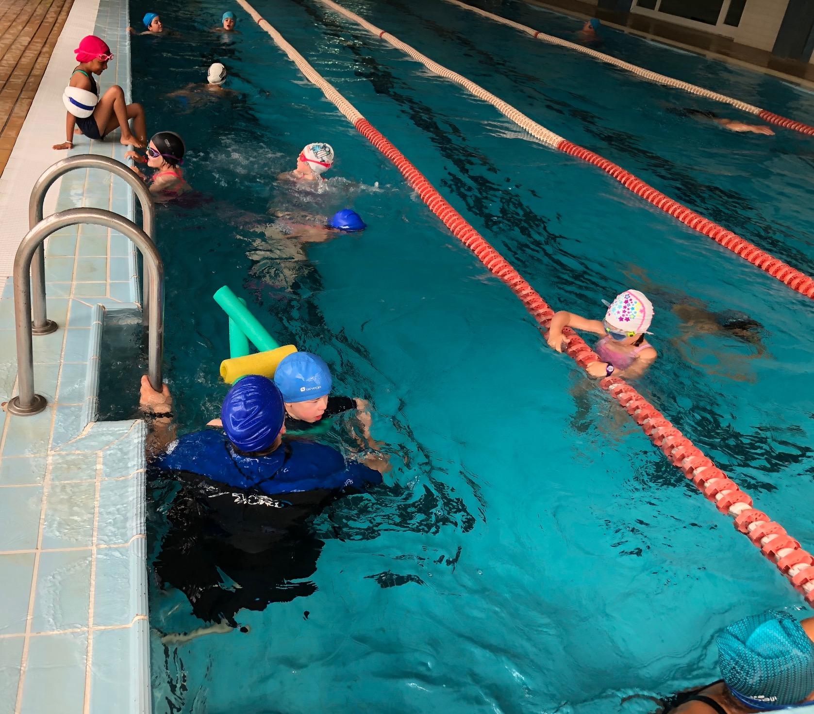 Programa educativo de aulas estables y natación alumnos con discapacidad